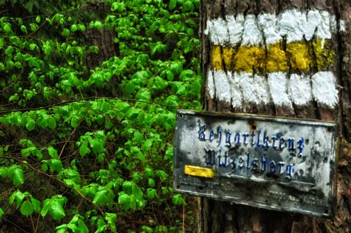 Alte Tafeln weisen den Weg