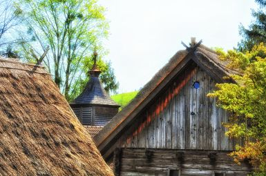 Dachlandschaft des Museumsdorfes