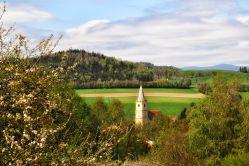 Oft im Bild: der gelbe Kirchturm