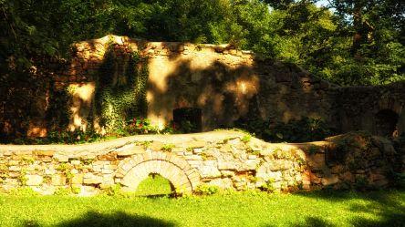 Mauerreste des Sägewerks im Scherz-Park