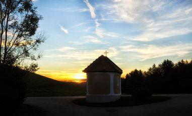 Sonnenaufgang bei der Paßkapelle