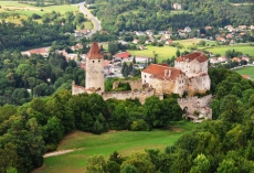 Im Flug über Burg Seebenstein