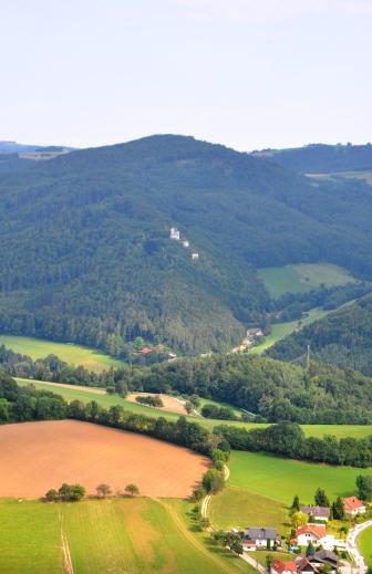 Über Gehöfte bei Weingart nach Norden geblickt