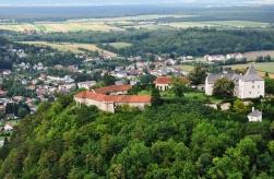Über die Burg Pitten ins Steinfeld geblickt