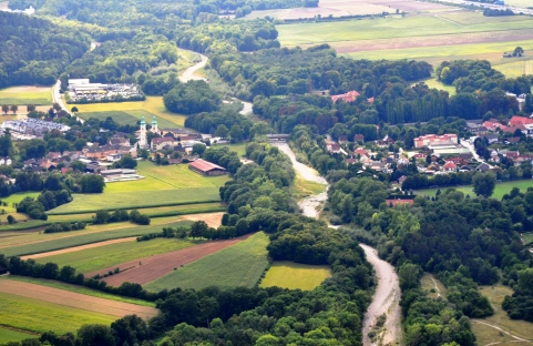 Über Schwarzau am Steinfeld