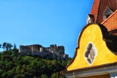 Blick vom Ort zur Burgruine