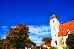 Die mächtige Pfarrkirche
